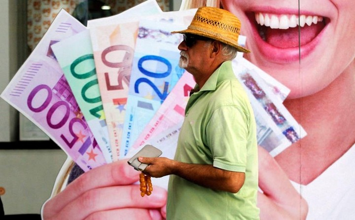 To ΥΠΟΙΚ έβαλε λεφτά σε 126.000 λογαριασμούς – Δες αν είσαι στους τυχερούς