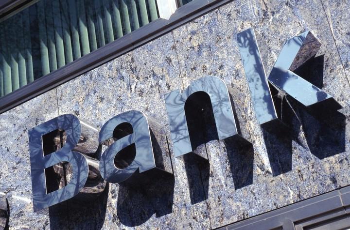 Δωρεάν δια...νόμου οι ρυθμίσεις δανείων από τις τράπεζες