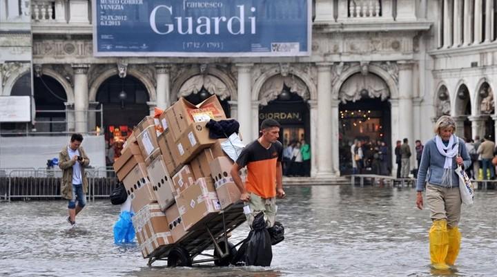 Μείωση 20% στις κρατήσεις τουριστών στην Ιταλία λόγω κακοκαιρίας