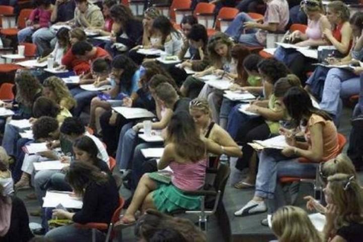 Αμετακίνητος ο Λοβέρδος στη διαγραφή των «αιώνιων φοιτητών»