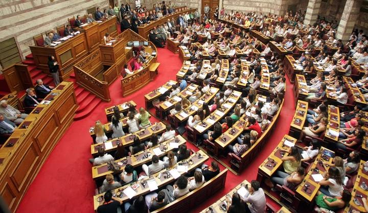 Ψηφίστηκε η τροπολογία για τα ΜΜΕ