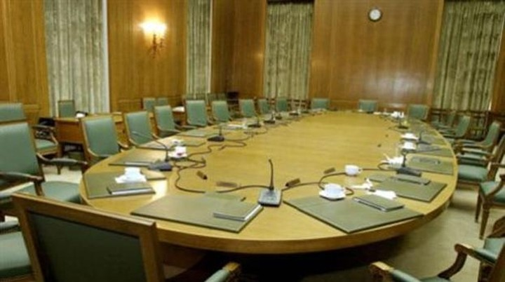 Όλοι οι υπουργοί στις 6 στη Βουλή