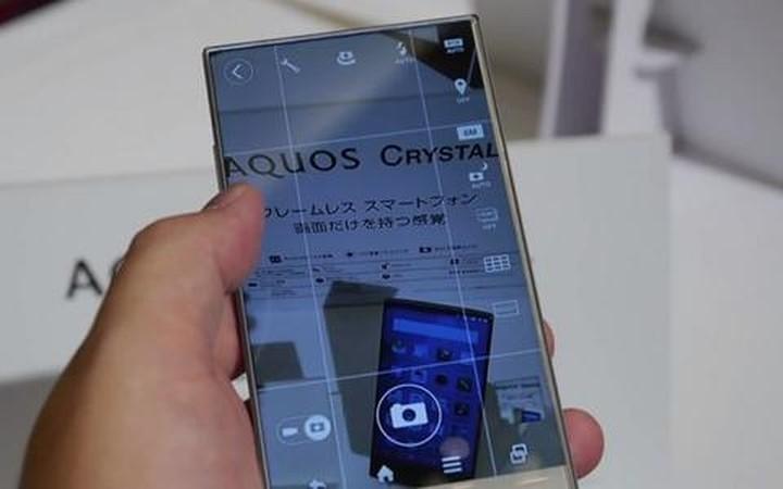 Νέο «έξυπνο» κινητό με εντυπωσιακή οθόνη χωρίς περιθώριο
