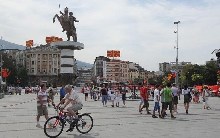 Τα Σκόπια διαγράφουν τα χρέη των ευπαθών ομάδων