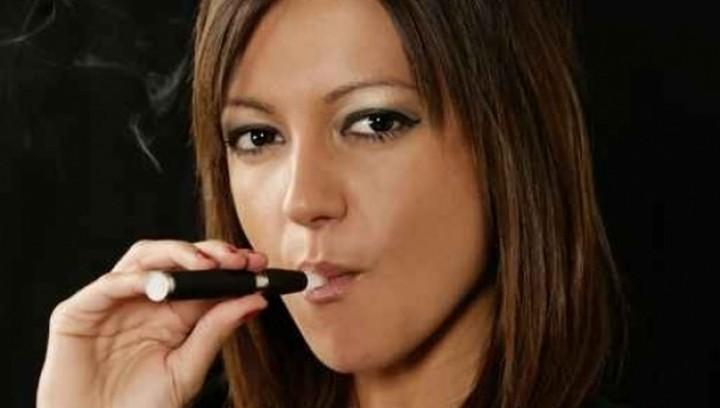 ΠΟΥ: Να απαγορευτεί το ηλεκτρονικό τσιγάρο σε εσωτερικούς χώρους