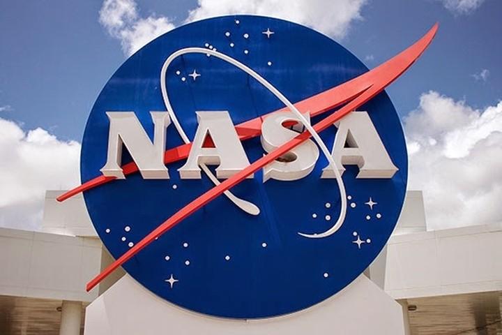 Στις Boeing και SpaceX η κατασκευή των δύο πρώτων «εμπορικών» διαστημοπλοίων