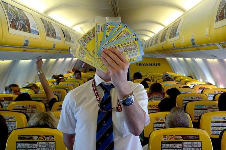 Θέλετε να εργαστείτε στην Ryanair; Αγοράστε την υποψηφιότητά σας