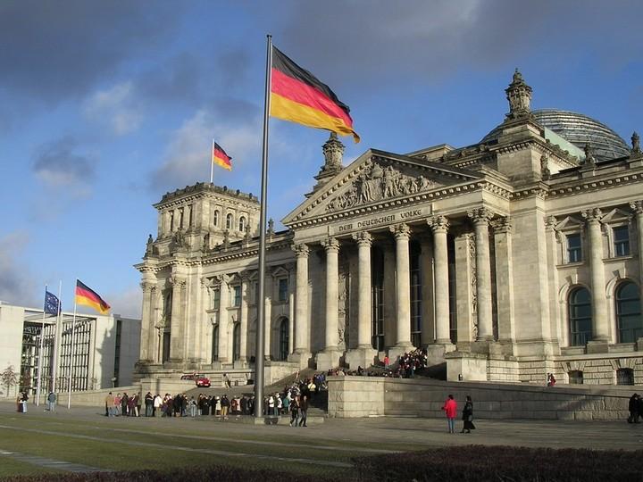 «Οχι» του Βερολίνου στην πρόταση Γιούνκερ για διάθεση πόρων του ΕΜΣ στην ανάπτυξη