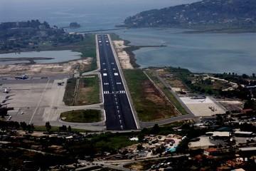 """Τα τρία ισχυρά ονόματα του ελληνικού επιχειρείν που """"χτυπούν"""" τα περιφερειακά αεροδρόμια"""