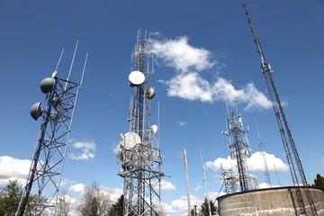 Πώς κινδυνεύει να τιναχθεί στον αέρα έργο για τη μέτρηση της ακτινοβολίας των εταιρειών κινητής
