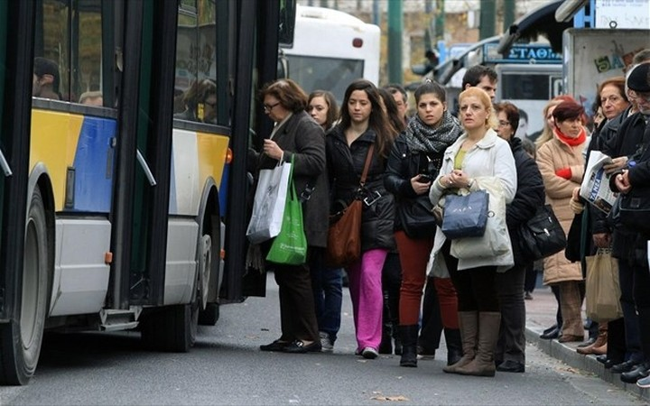 Επιβίβαση σε λεωφορεία μόνο από τη μπροστινή πόρτα