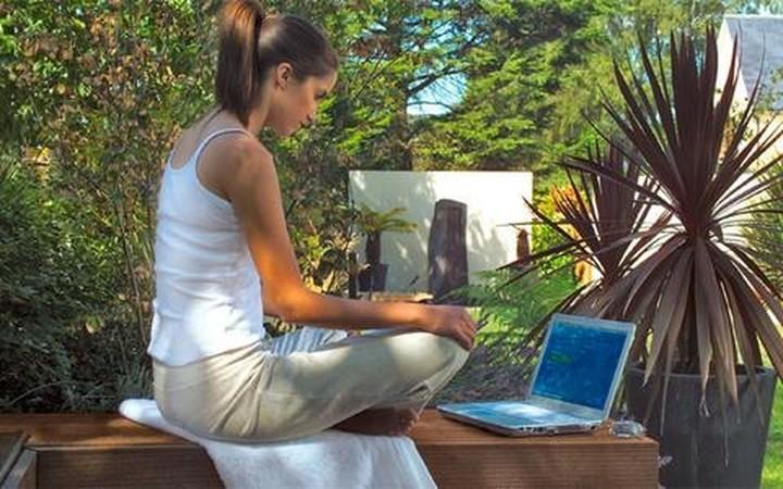 Επτά στα δέκα νοικοκυριά με internet στο σπίτι