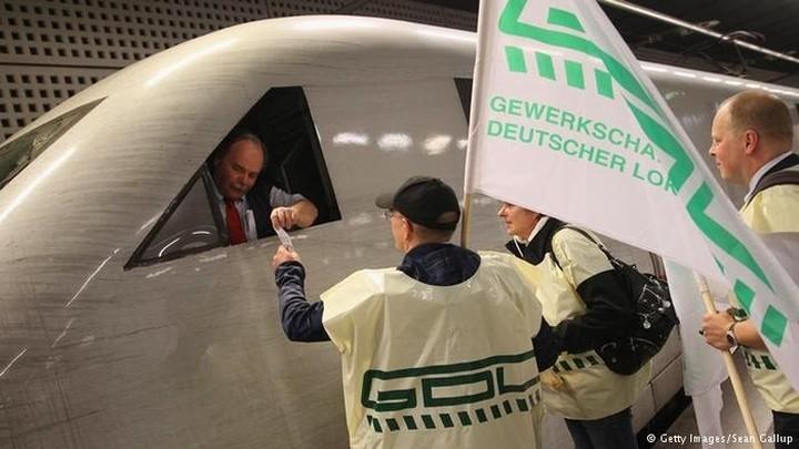 Το δικαστήριο δικαίωσε τη συνέχιση της απεργίας των μηχανοδηγών, στη Γερμανία
