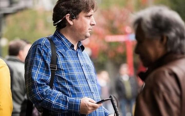 """Ανθρωποι με προβλήματα όρασης """"βλέπουν"""" μέσα από ακουστικά της Microsoft"""