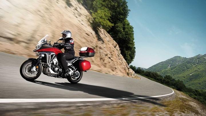 Η νέα Honda VFR800X Crossrunner