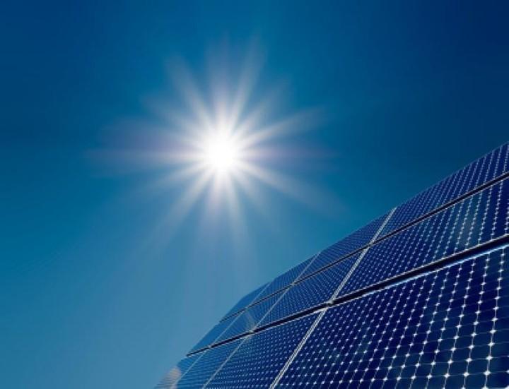 Eκλειψη ηλίου σβήνει τα φωτοβολταϊκά και κλυδωνίζει τα δίκτυα στην Ευρώπη