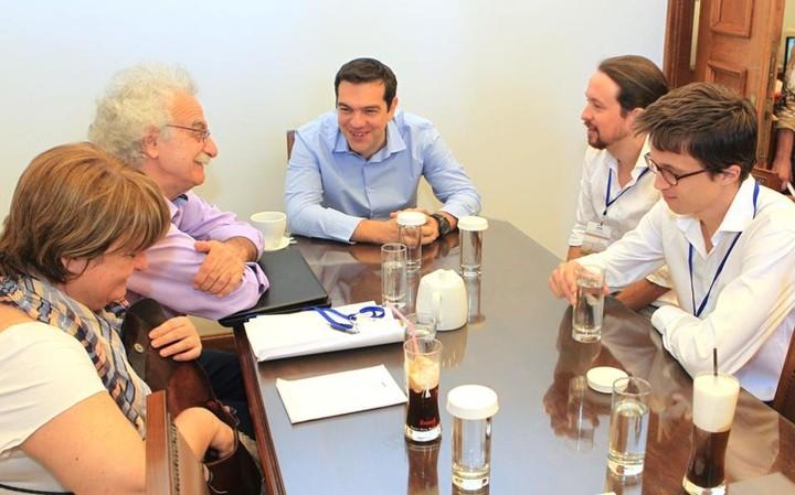 Επίτιμος  στο ιδρυτικό συνέδριο του Podemos, ο Αλ. Τσίπρας