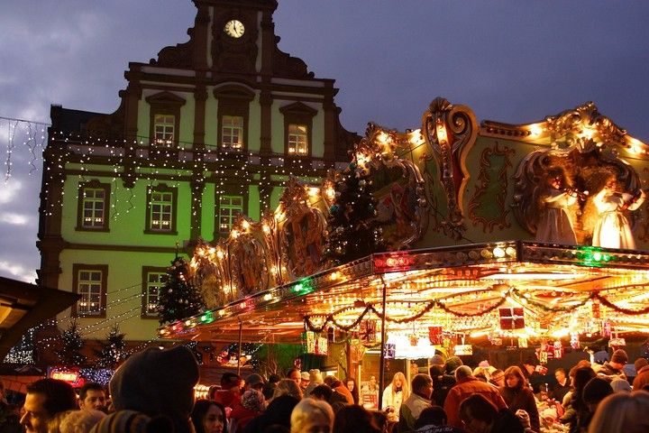 Γερμανία: Ποσό ρεκόρ αναμένεται να ξοδέψουν οι καταναλωτές τα Χριστούγεννα