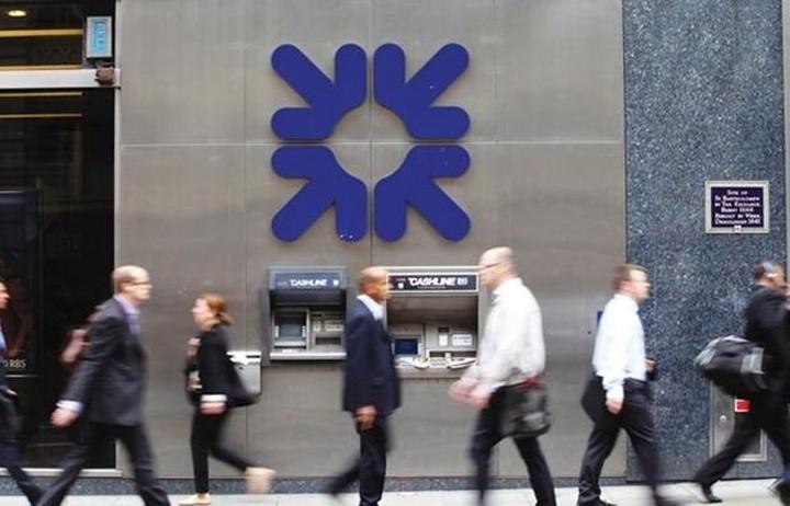 Πρόστιμα σε 5 μεγάλες τράπεζες για χειραγώγηση στην αγορά συναλλάγματος