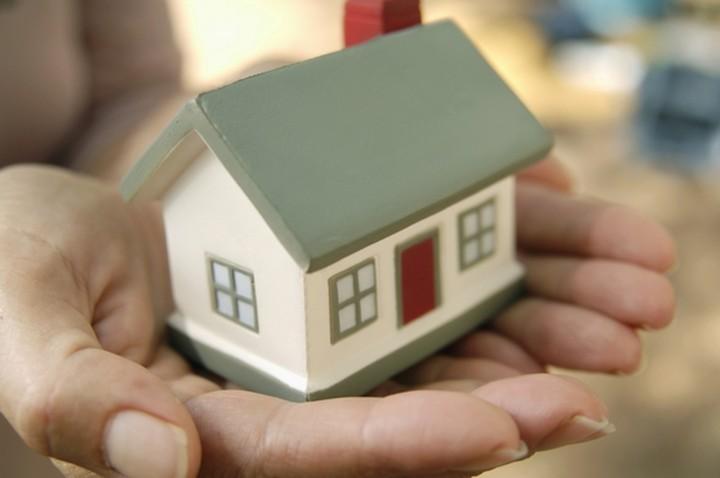 Την προστασία της πρώτης κατοικίας και το 2015 ζητούν 10 βουλευτές της ΝΔ