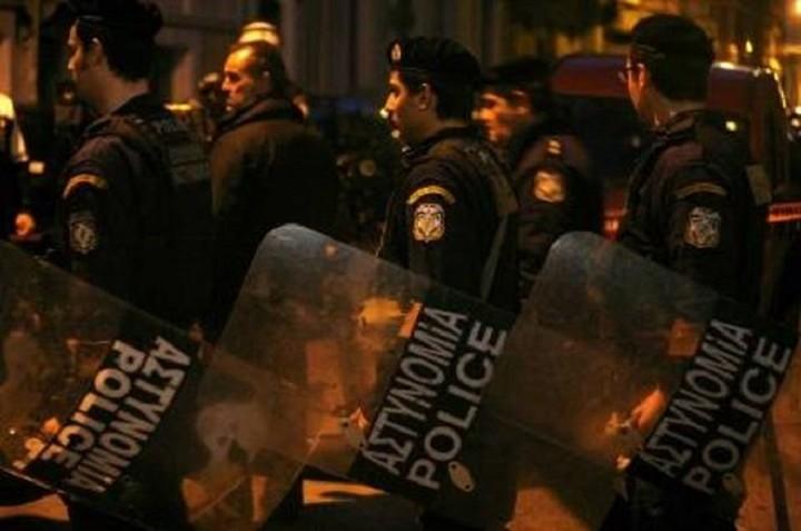 Δεκάξι προσαγωγές και επτά συλλήψεις στα Εξάρχεια
