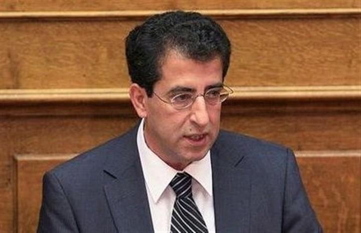 """Καρύδης κατά Γεωργιάδη: """"Ζητάει να κατεβάσουμε τα παντελόνια σε παράλογες απαιτήσεις"""""""