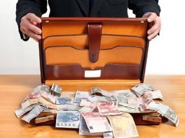 Οι «παγίδες» για όσους βγάζουν τα λεφτά τους στο εξωτερικό