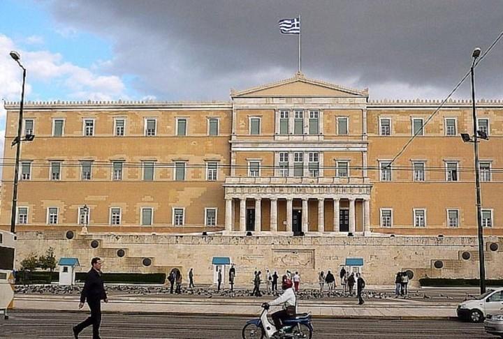Αντιπαράθεση στη Βουλή για εκλογή Προέδρου Δημοκρατίας και πρόωρες εκλογές