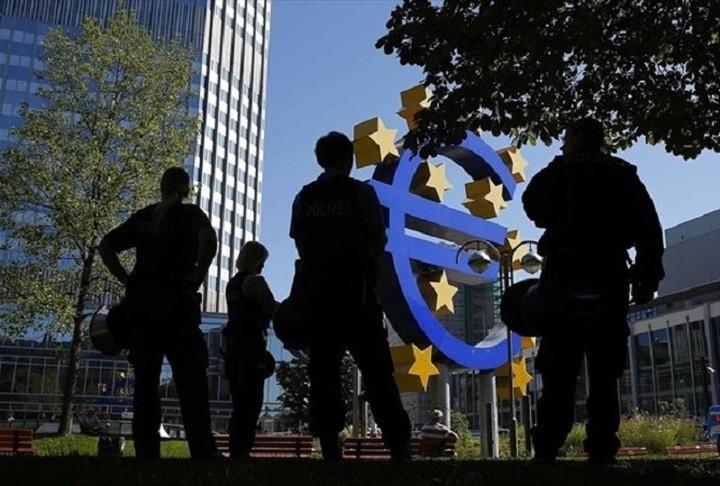 ΕΚΤ: Αρνητικό ρυθμό πληθωρισμού τους επόμενους μήνες αναμένει ο Κονστάσιο