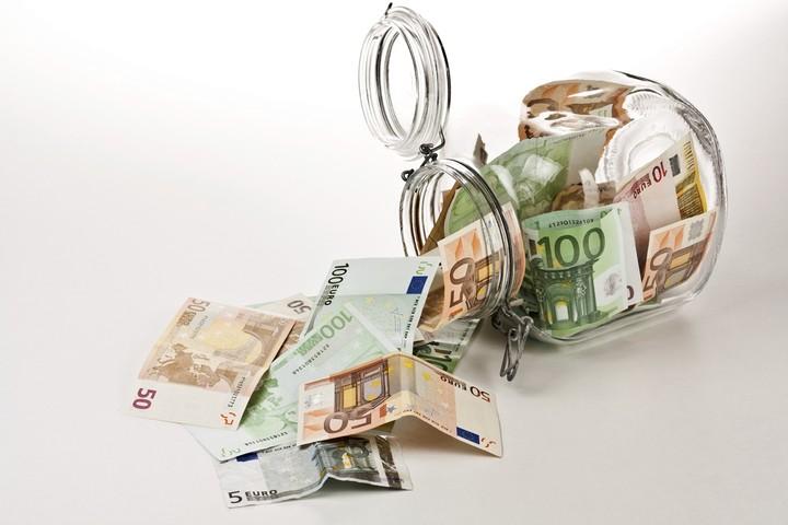 Είχες (ή έχεις) μετρητά; Δες πώς θα σε ελέγξει η εφορία