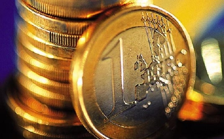 Reuters: Η πολιτική αναταραχή στην Ελλάδα έριξε το ευρώ σε χαμηλό 29 μηνών