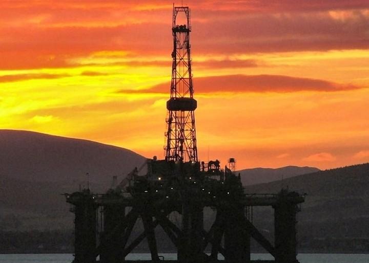 Η υψηλή φορολογία δεν αφήνει την τιμή του πετρελαίου να πέσει