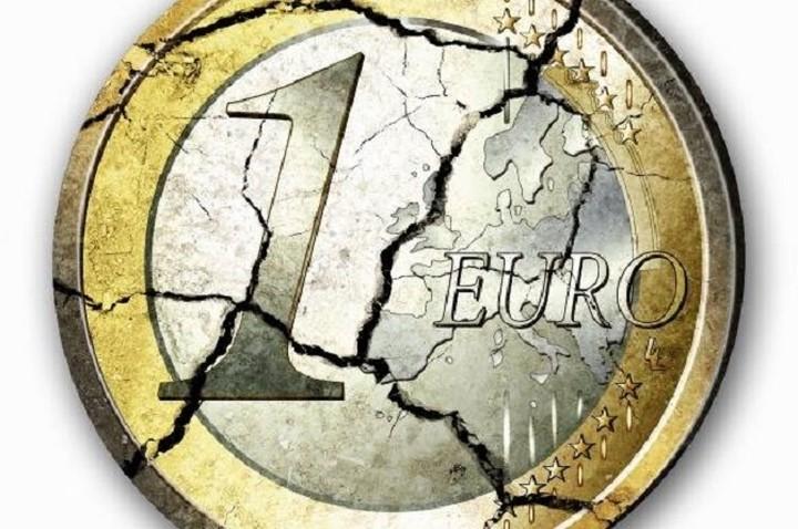 Σε χαμηλό από τον Μάρτιο του 2006 το ευρώ