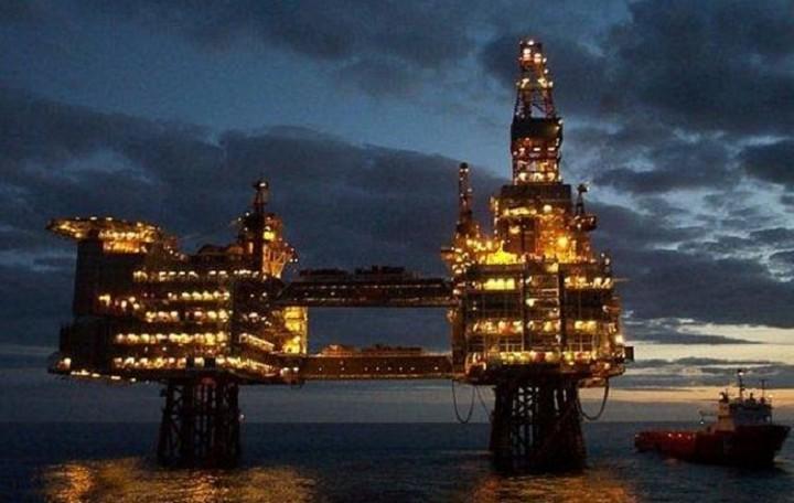 Nέο χαμηλό πενταετίας στην τιμή του πετρελαίου