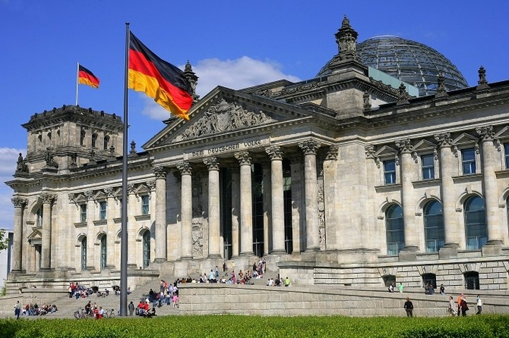 Γερμανία: Περιμένουμε η Ελλάδα να συνεχίσει να εξυπηρετεί τα δάνειά της