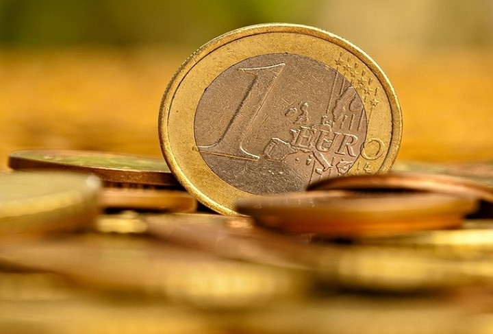 Συνεχίζεται η πτώση του ευρώ