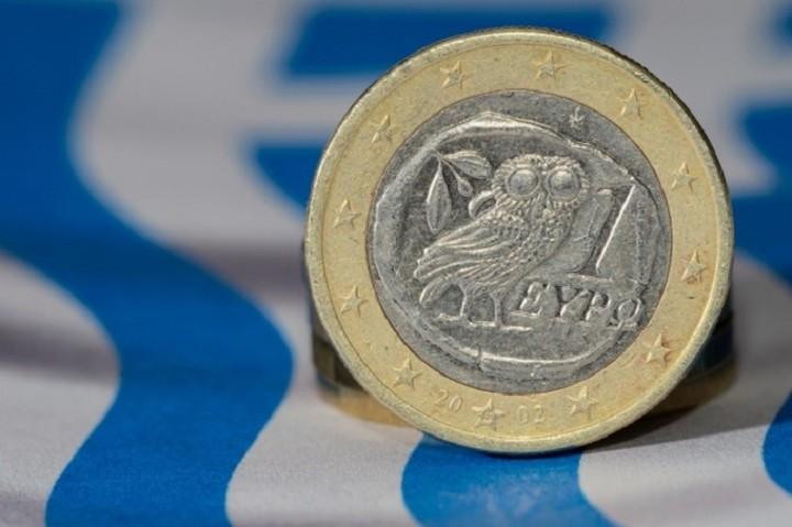 Ενίσχυση στην ελληνική οικονομία η πτώση του πετρελαίου και η εξασθένηση του ευρώ
