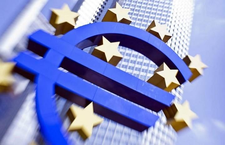ΕΚΤ: Παράνομη τυχόν αναδιάρθρωση των ελληνικών ομολόγων