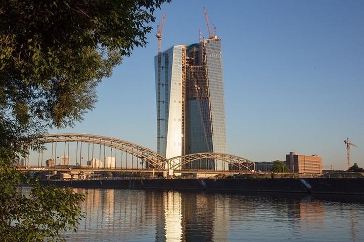 Η «ριψοκίνδυνη» πολιτική της ΕΚΤ