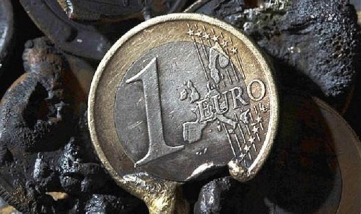 Μικρή ανάκαμψη του ευρώ