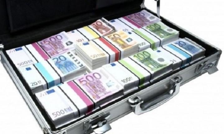 """O πρώτος πολιτικός που ζητάει να επιστρέψει χρήματα στο """"ταμείο κλεμμένων"""""""