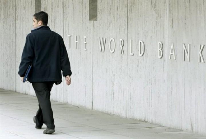 Τη συρρίκνωση της ρωσικής οικονομίας κατά 2,9% το 2015 αναμένει η Παγκόσμια Τράπεζα