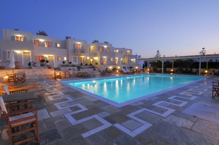 Έρευνα: η αύξηση του ΦΠΑ στα ξενοδοχεία γκρεμίζει τα έσοδα