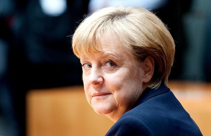 Μέρκελ: Όλες οι προσπάθειες επικεντρώνονται στο να παραμείνει η Ελλάδα στην ευρωζώνη