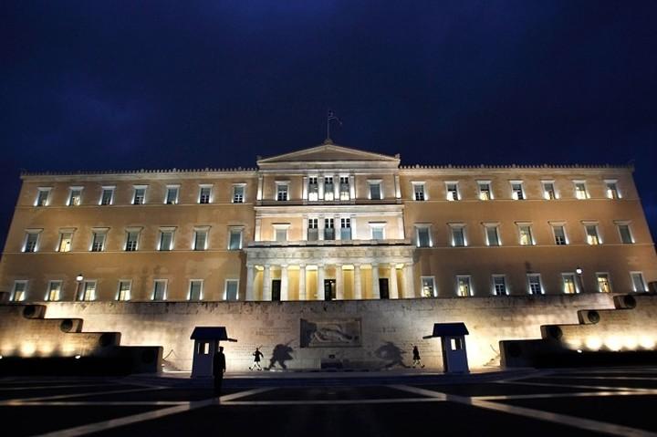 FT: Ποιες πολιτικές «δυναστείες» θα επιβιώσουν μετά τις εκλογές στην Ελλάδα