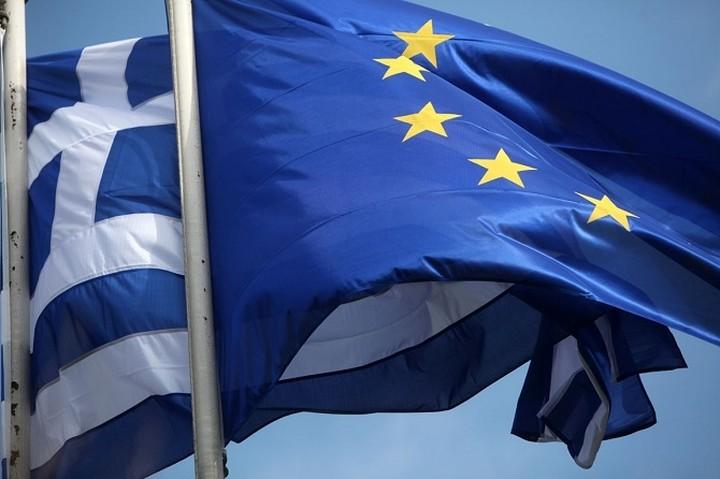 Μεγάλο το χάσμα μεταξύ του κυβερνητικού συνασπισμού στην Ελλάδα και της ΕΕ εκτιμά η WSJ