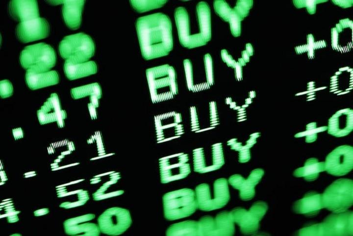 Νομπελίστας Οικονομικών: Αγοράστε ελληνικές μετοχές, είναι εκπληκτική επένδυση