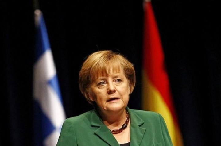 Guardian: Μην επιτρέψουμε στην Μέρκελ να «στραγγαλίσει» την Ελλάδα