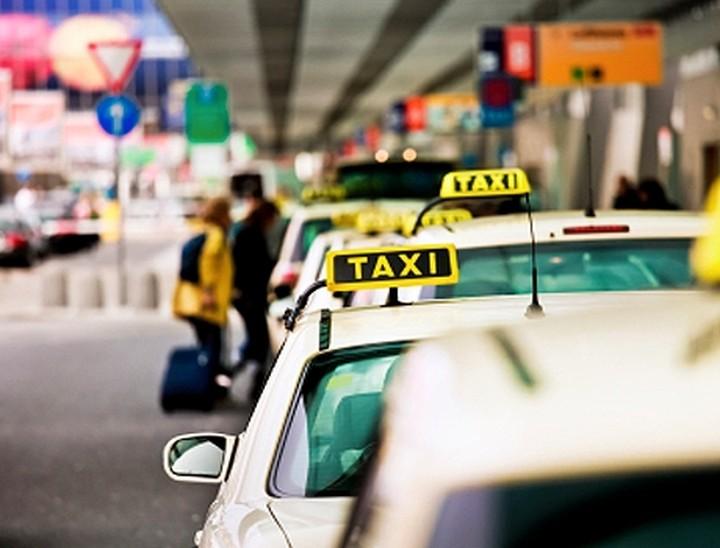 Τaxibeat εναντίον Uber: Μαίνεται ο πόλεμος των προσφορών στα ταξί