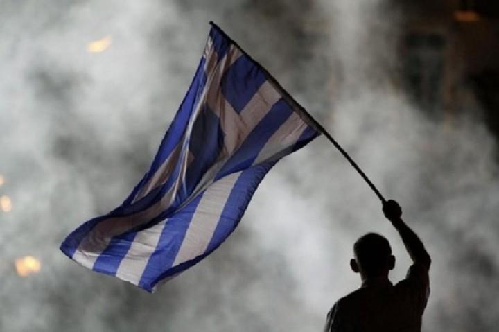 Telegraph: «Ήρθε η ώρα για την Ελλάδα να εγκαταλείψει το ευρώ και να πάει παρακάτω»